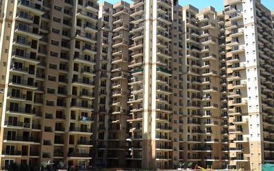 la-residentia-in-tech-zone-4-elevation-photo-1n8c